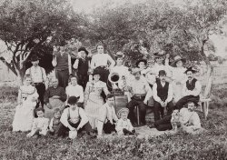 Family Phonograph: 1902