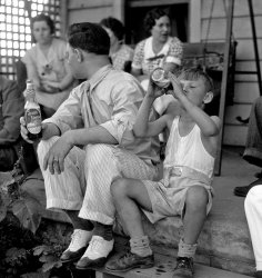 Enjoying a Stroh's: 1935