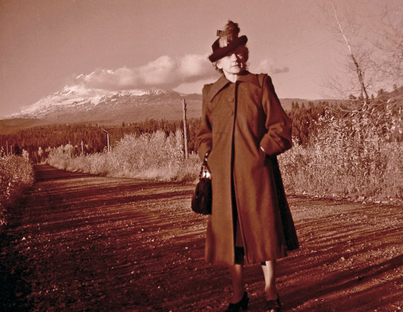 Winnie and Mount Hood: 194x